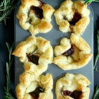 Easy Brie and Cranberry Bites
