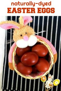 Naturally-dyed Easter eggs, a fun way to get Easter started. Dying eggs with onion skins is not only a lot easier, but also healthier, since no chemicals come into contact with the eggs. You get a lovely red colour easily, and quickly too.