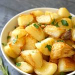 Crispy Roast Potatoes with rosemary and garlic, a side dish after my own heart. Are you looking for the best side dish for the Thanksgiving or Christmas dinner? Well, here you have one of them. And if you want to take that Sunday roast to a whole new level, you need to follow a few, very easy steps which will guarantee a smashing success every single time.