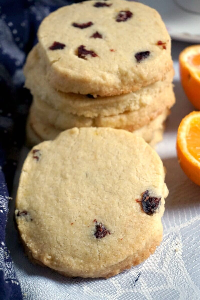 Crnaberry Orange Shortbread Cookies with 2 halves of oranges