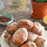 Easy No-Yeast Beignets Recipe with a touch of cinnamon and lemon, or the best fried donuts. So simple, no need to wait for the dough to prove, these beignets are ready in less than 15 minutes. Quick and easy, but absolutely delicious, serve them with just powdered or icing sugar, or sour cream and jam. Another delicious way of serving them in dipped into a nice chocolate sauce. So many options, amazing doughnuts! #beignets, #donuts, #doughnuts, #noyeast, #baking