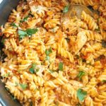 One-Pot Leftover Roast Chicken Pasta, a quick and easy chicken dinner recipe for the whole family. Transform your leftovers into a spectacular dish that will have everybody asking for seconds. This leftover chicken pasta can be also made with rotisserie chicken, it takes just as little time to get it ready. It's a favourite psta recipe for kids too, and even babies or toddlers can enjoy it. Healthy, filling, delicious, a great dinner recipe. #leftoverchickenpasta, #pastarecipes, #dinnerideas