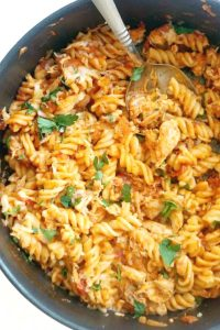 One-Pot LeftoverRoastChicken Pasta, a quick and easy chicken dinner recipe for the whole family. Transform your leftovers into a spectacular dish that will have everybody asking for seconds. This leftover chicken pasta can be also made with rotisserie chicken, it takes just as little time to get it ready. It's a favourite psta recipe for kids too, and even babies or toddlers can enjoy it. Healthy, filling, delicious, a great dinner recipe. #leftoverchickenpasta, #pastarecipes, #dinnerideas