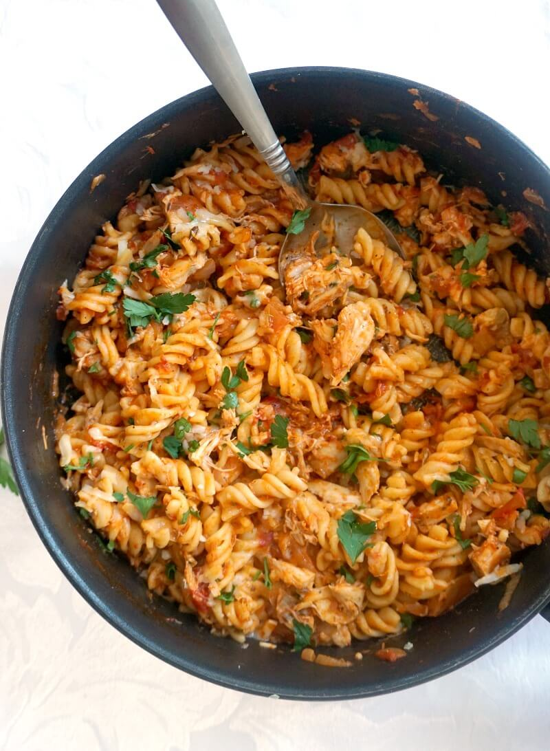 Overhead shoot of a pan with chicken pasta