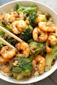 Honey Garlic Shrimp with Broccoli over a bed of rice, a super healthy stir fry that is packed with fantastic flavours. Quick and easy to make, and perfect for a midweek dinner for two, my shrimp stir fry is the best homemade Chinese-style dish you can get.Marinating the shrimp/prawns beforehand enhances the flavours, so not to skip this step. Otherwise, you can get the it ready real quickly in the skillet or even oven. #shrimp, #prawns,#stirfry, #chinesefood, #honeygarlicshrimp, #healthydinner