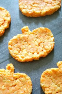 Pumpkin-Shaped Rice Krispie Treats, some seriously delicious Halloween or Thanksgiving goodies that can be made in about 10 minutes or less. Super quick and easy, these snacks go down a treat with kids and grown-ups alike. The pumpkin rice krispie treats are vegetarian friendly, and are fun way to enjoy the Halloween party.