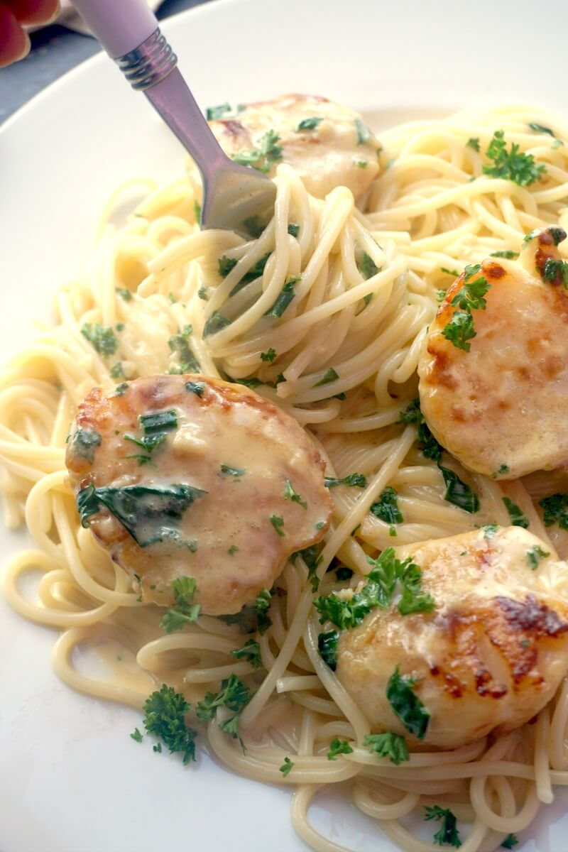 Close-up shoot of spaghetti with scallops